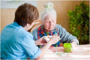 Уход за престарелыми с деменцией